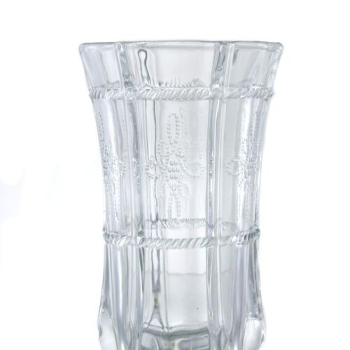 Szklanka z bezbarwnego grubego szkła. Delikatny wzór.